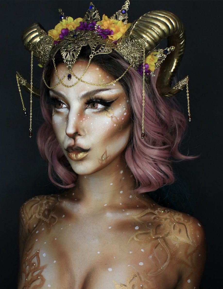41 Most Jaw-Dropping Halloween Makeup Ideas That Are Still Pretty: Gorgeous Animal Makeup / Click though to see more awe inspiring pretty Halloween makeup looks, gorgeous Halloween makeup and Halloween costumes. #halloweenmakeup #halloweenmakeuppretty #halloweencostumes #halloweenmakeupinspo #animalmakeup