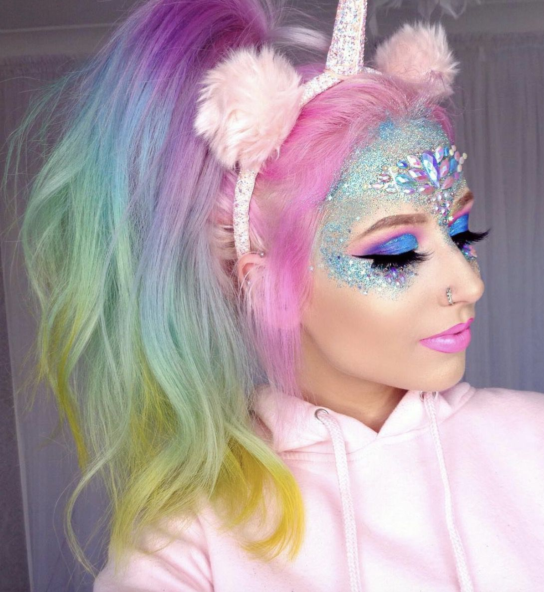 41 Most Jaw-Dropping Halloween Makeup Ideas That Are Still Pretty: Unicorn Makeup / Click though to see more awe inspiring pretty Halloween makeup looks, gorgeous Halloween makeup and Halloween costumes. #halloweenmakeup #halloweenmakeuppretty #halloweencostumes #halloweenmakeupinspo #unicornmakeup