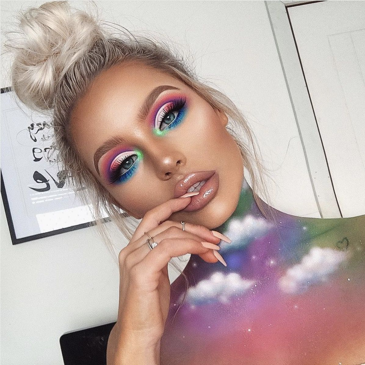 41 Most Jaw-Dropping Halloween Makeup Ideas That Are Still Pretty: Colorful Makeup / Click though to see more awe inspiring pretty Halloween makeup looks, gorgeous Halloween makeup and Halloween costumes. #halloweenmakeup #halloweenmakeuppretty #halloweencostumes #halloweenmakeupinspo #colorfulmakeup
