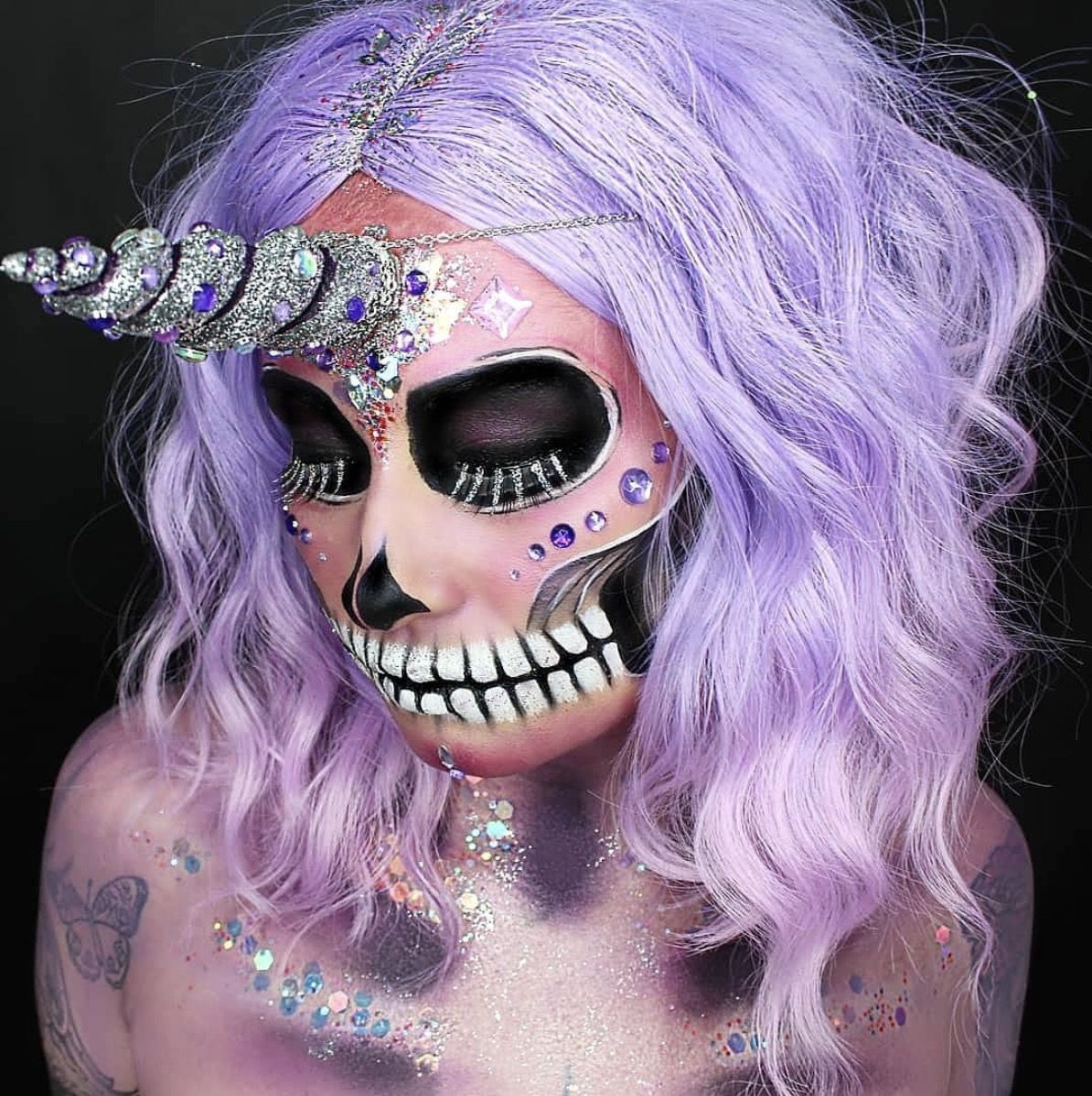 41 Most Jaw-Dropping Halloween Makeup Ideas That Are Still Pretty: The Catrina - Click though to see more awe inspiring pretty Halloween makeup looks, gorgeous Halloween makeup and Halloween costumes. #halloweenmakeup #halloweenmakeuppretty #halloweencostumes #halloweenmakeupinspo #halloweenmakeupcatrina