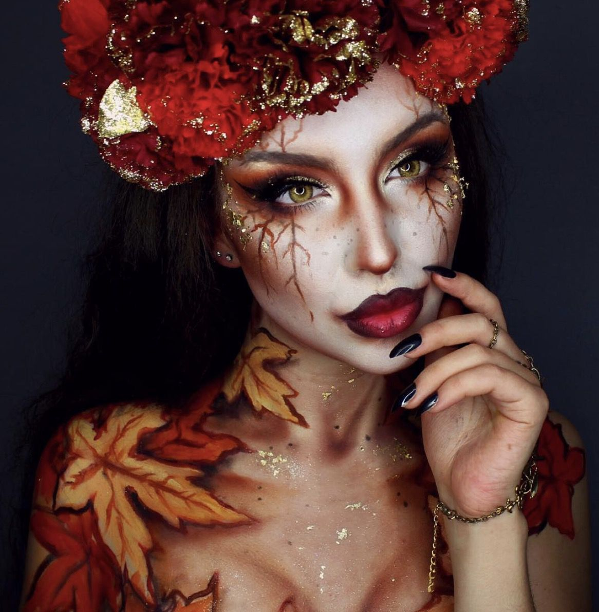 41 Most Jaw-Dropping Halloween Makeup Ideas That Are Still Pretty: Awesome Halloween Makeup - Click though to see more awe inspiring pretty Halloween makeup looks, gorgeous Halloween makeup and Halloween costumes. #halloweenmakeup #halloweenmakeuppretty #halloweencostumes #halloweenmakeupinspo