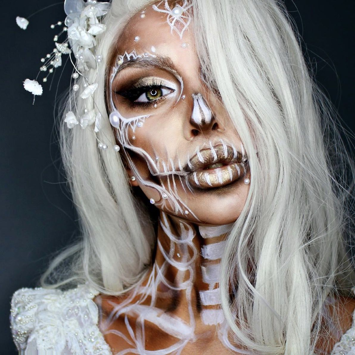 41 Most Jaw-Dropping Halloween Makeup Ideas That Are Still Pretty: The Dead Princess / Click though to see more awe inspiring pretty Halloween makeup looks, gorgeous Halloween makeup and Halloween costumes. #halloweenmakeup #halloweenmakeuppretty #halloweencostumes #halloweenmakeupinspo