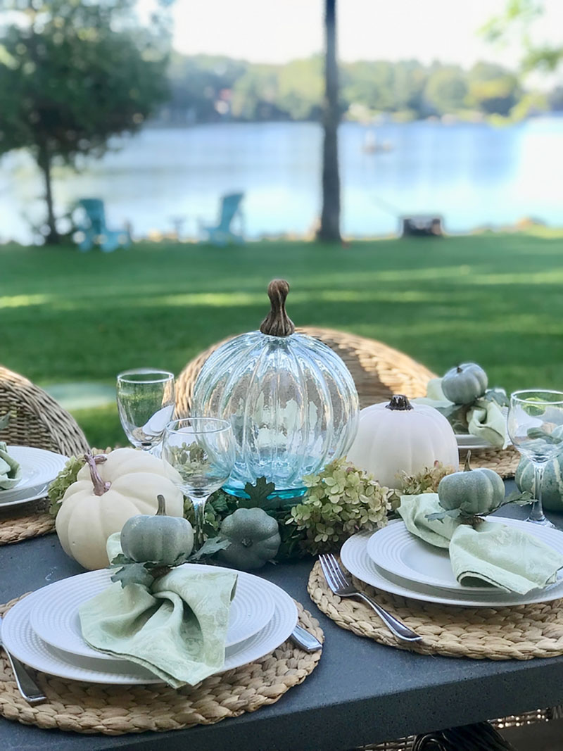 cozy-fall-decorating-ideas-outdoor-lakeside-dining